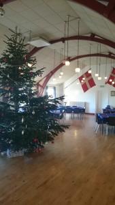 Juletræet med sin pynt ...