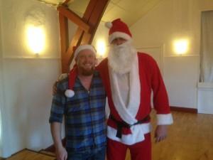 Selv store og stærke mænd kan blive som små børn, når julemanden giver en krammer